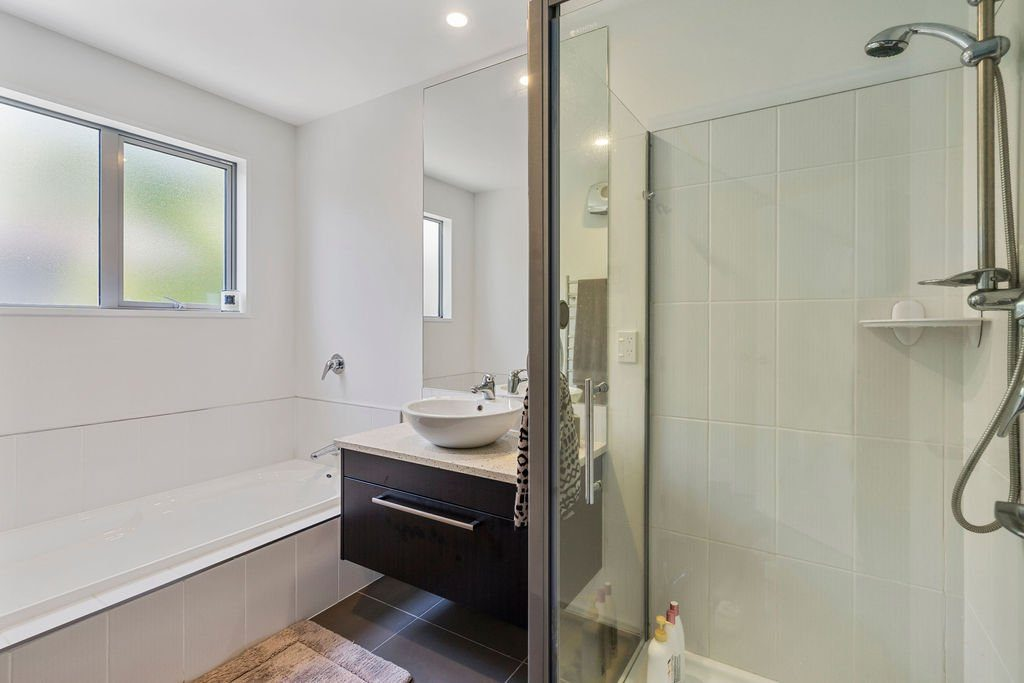 Mccormacks_Bay_Road_Mount_Pleasant-Bathroom-b